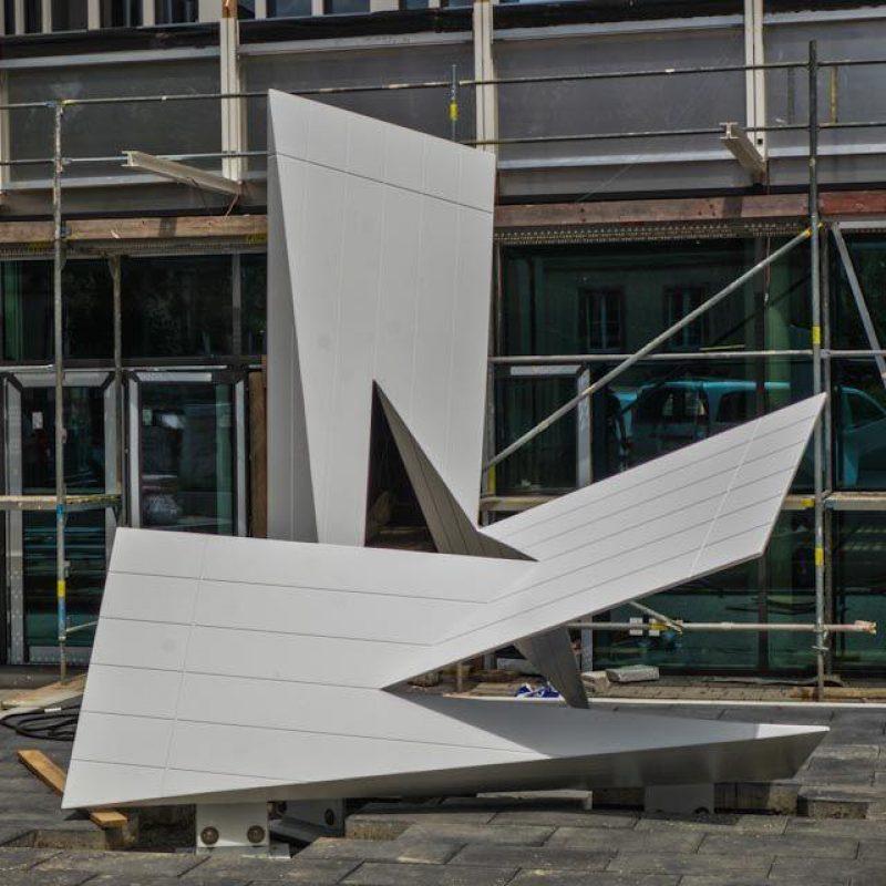 Aluminiumskulptur vom Künstler Jan Grossmann aus gelaserten Aluminiumblech