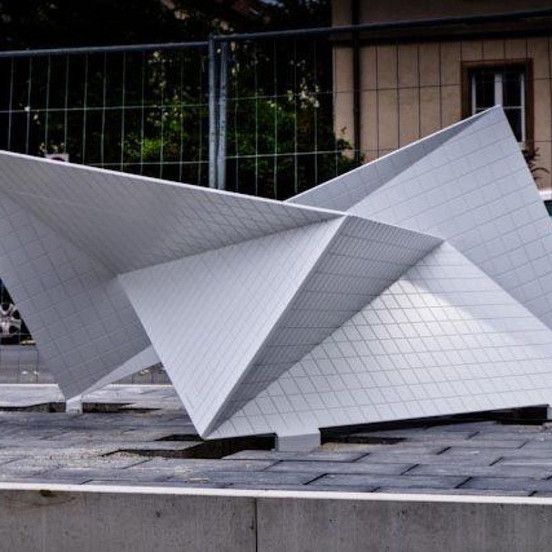 Aluminiumskulptur vom Künstler Jan Grossmann aus gelaserten Aluminiumblech3